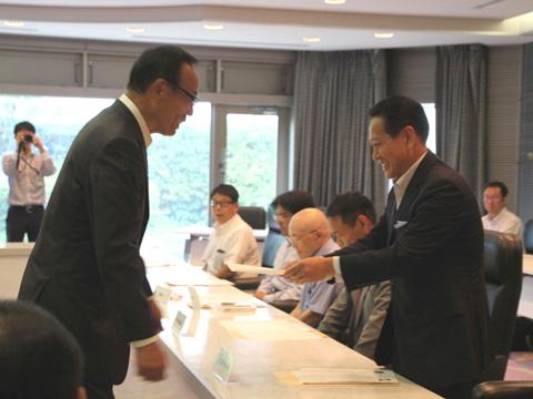 相模原市より加川代表取締役に認定書が授与されした
